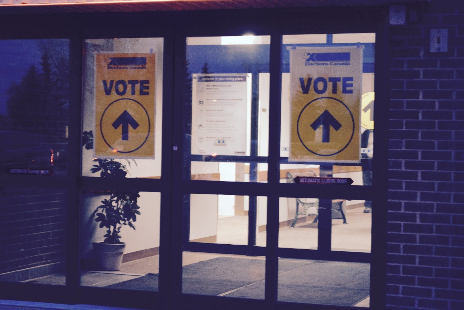 Photograph of a polling station in Calgary, Alberta  (credit: Josie Lukey)